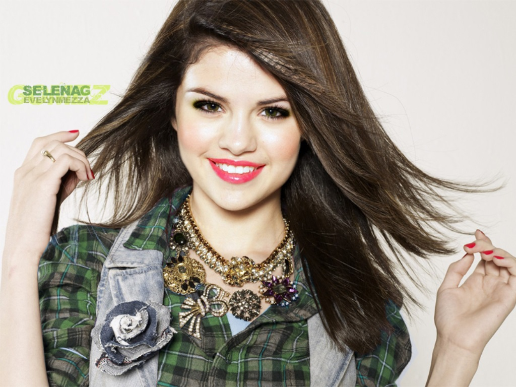 Selena Gomez HD Photo1 - selena gomez biography + photos